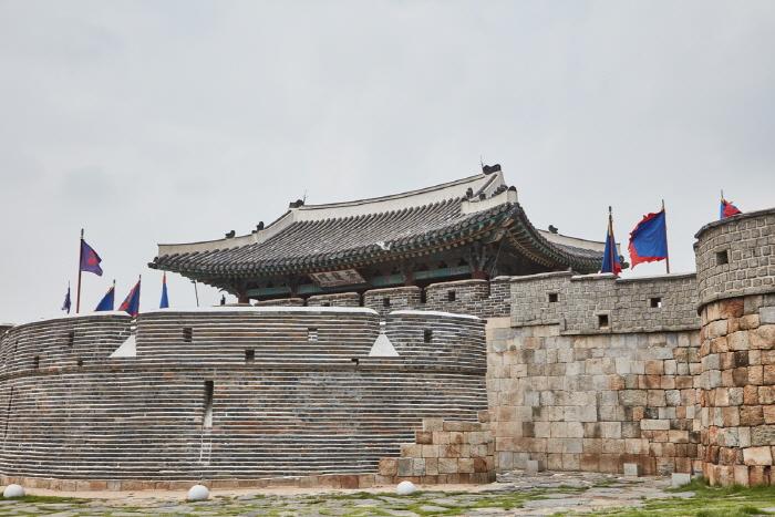 Ворота Чханнёнмун в крепости Хвасон в Сувоне3