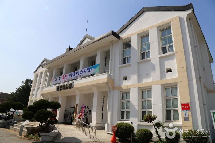 근대건축물인 홍천미술관 전경