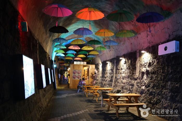 터널 내 카페