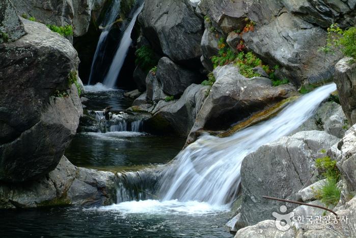 Wasserfall Yongchupokpo (용추폭포)