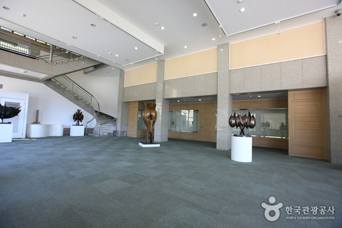 Changwon City Museum - Moonshin Art Museum (창원시립마산문신미술관)