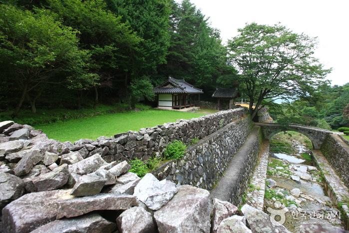 Гробница короля Кухёна (산청 전 구형왕릉)11