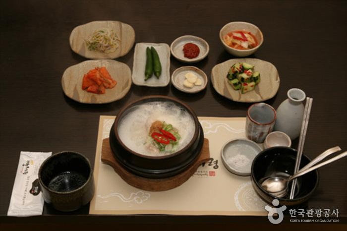 百済嶺参鶏湯 (백제령삼계탕)