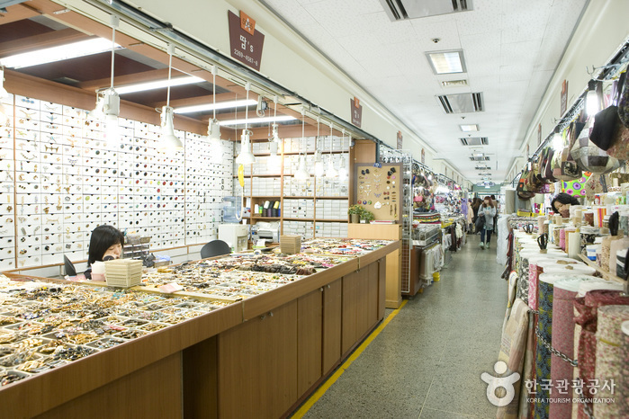 Dongdaemun Shopping Complex (Accessory Shops) ( )