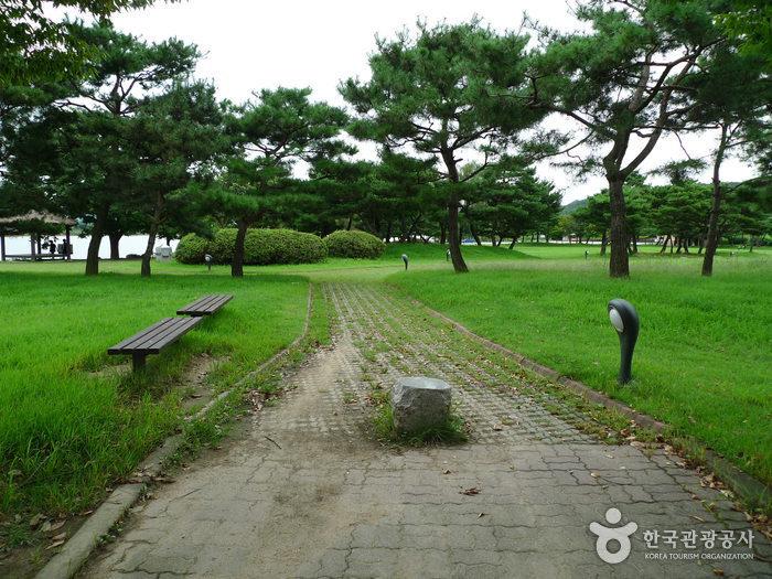 Jungangtap Park (Chungju) (중앙탑공원 (충주))