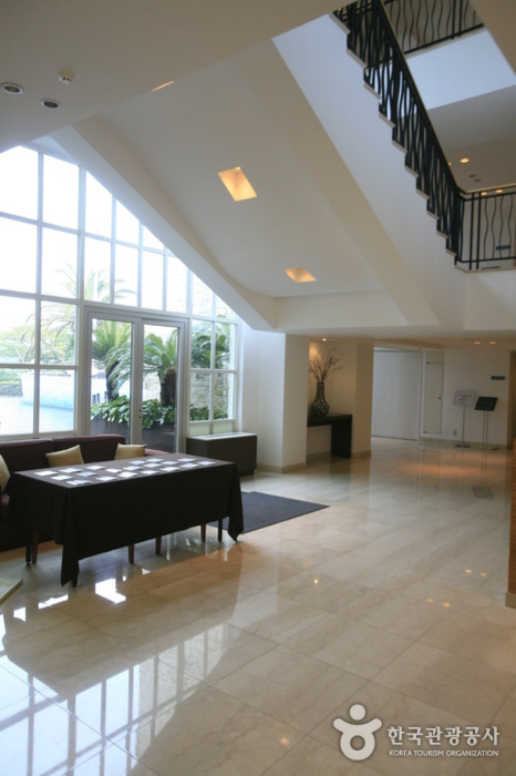 The Suites Hotel (제주 스위트호텔)