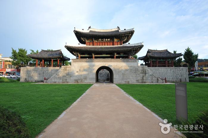 Ворота Пхуннаммун (전주 풍남문)