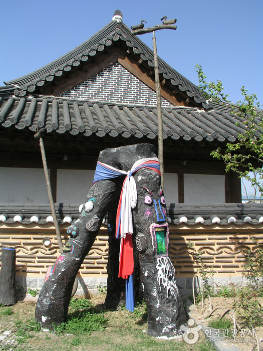 Jeonju Crafts Exhibition Hall (-)