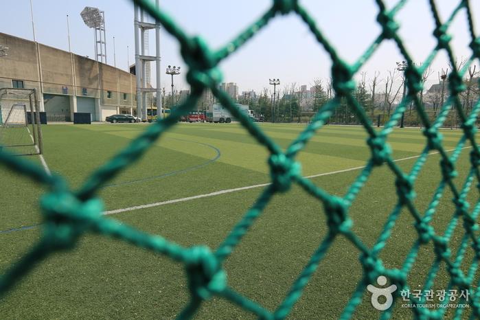 Mokdong Stadium (목동종합운동장)