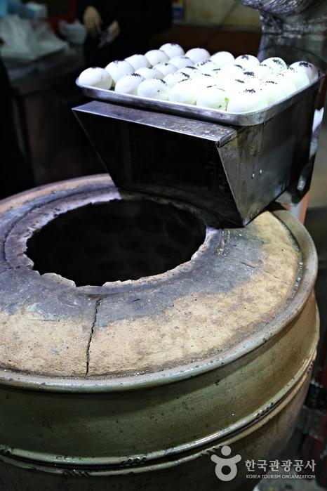 옹기병을 굽는 항아리처럼 생긴 화덕