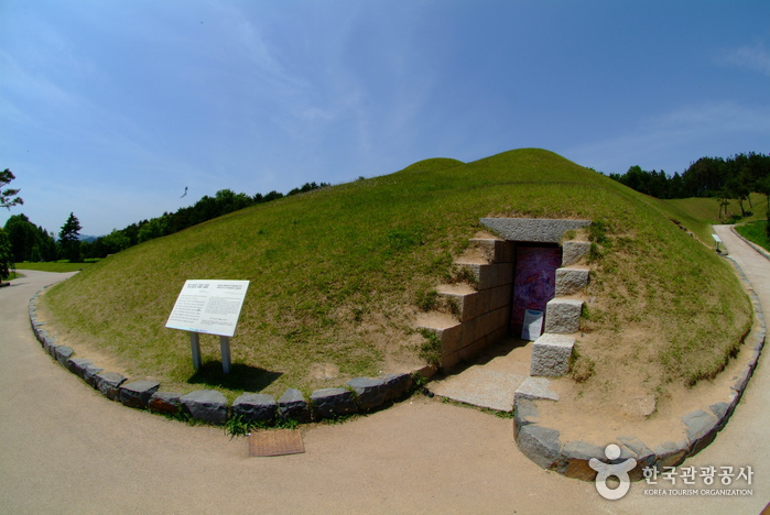 Songsan-ri Tombs and...