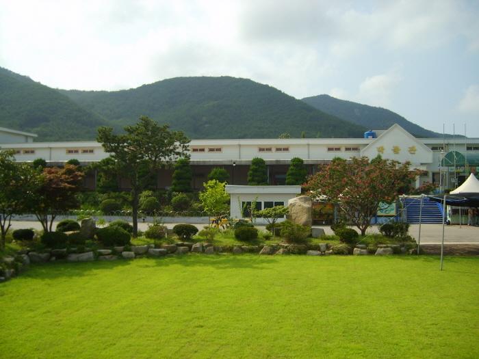 Monkey School & Museum of Natural History (부안 원숭이학교 자연사박물관)