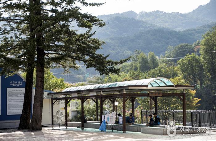 Suanbo Hot Springs Special Tourist Zone (수안보온천 관광특구)