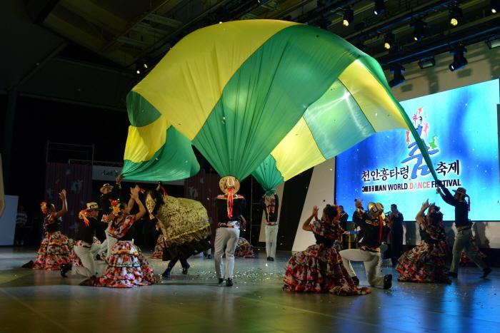 Heungtaryeong Tanzfestival Cheonan (천안흥타령춤축제)