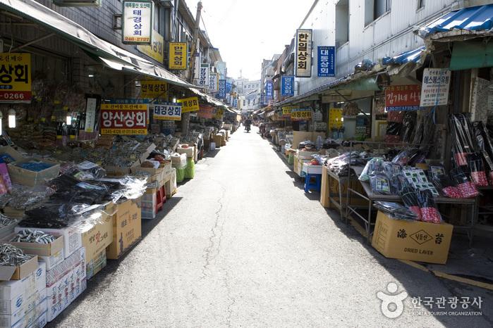 南浦洞乾物卸売市場(남포동건어물도매시장)