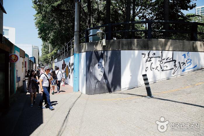 Улица имени музыканта Ким Кван Сока (김광석 길)2