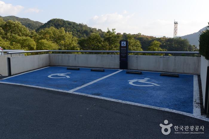 레이크호텔 장애인주차장
