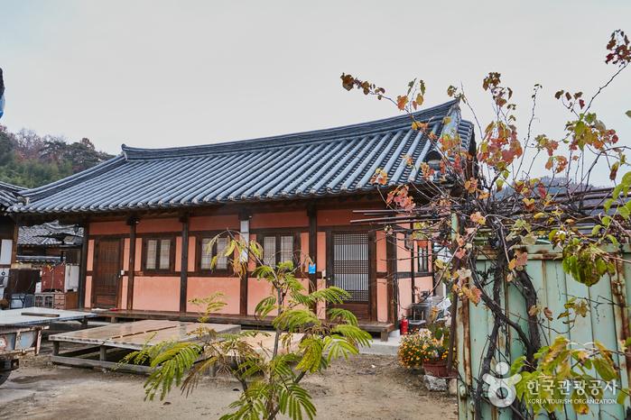 Ungidaek House (개실마을영농조합법인(웅기댁))