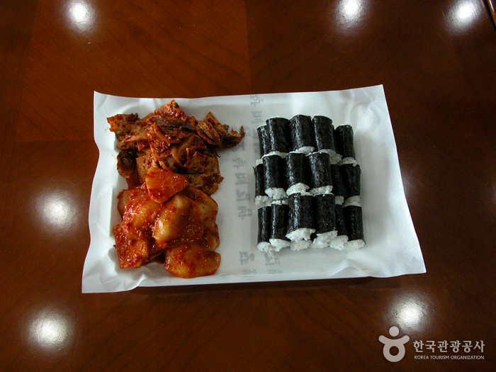 トゥンボハルメキンパプ(뚱보할매김밥)