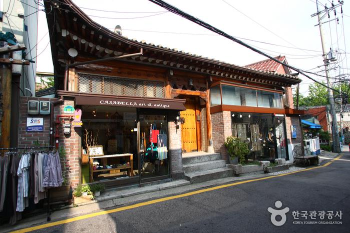 Samcheongdong-gil Road (삼청동길)