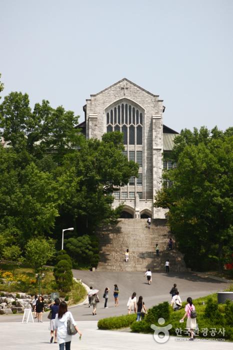 Université Féminine Ewha (이화여자대학교)