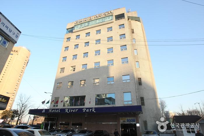Riverpark Hotel (리버파크 호텔)