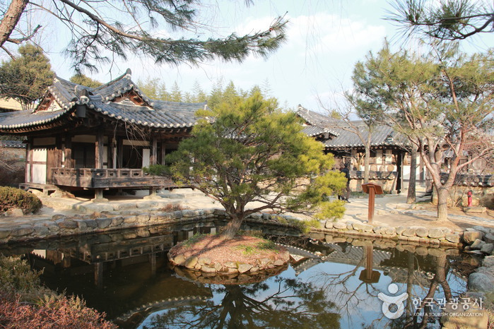 Choi Champandaek (House of Choi Champan) (최참판댁)
