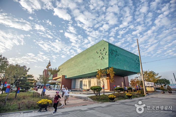 Музей современной истории города Кунсана (군산근대역사박물관)