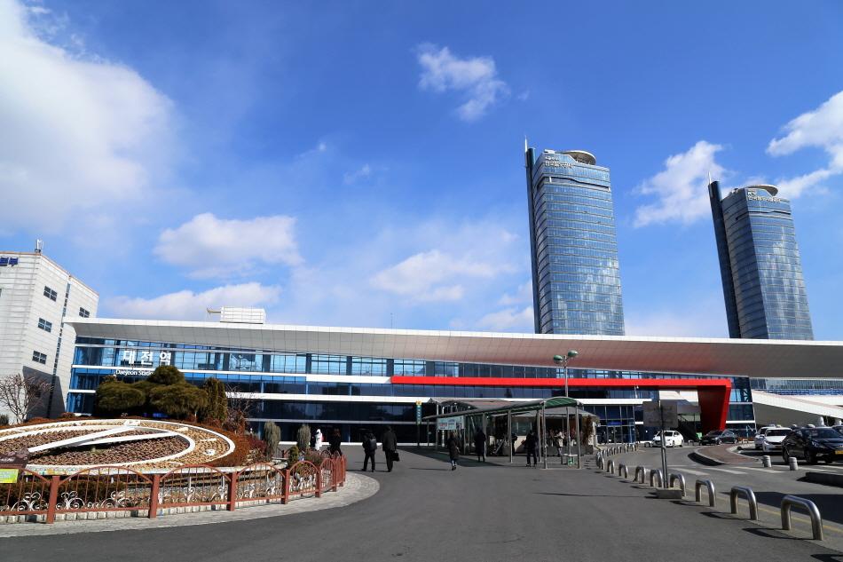 대전지하철 여행의 출발점이 되는 대전역 전경