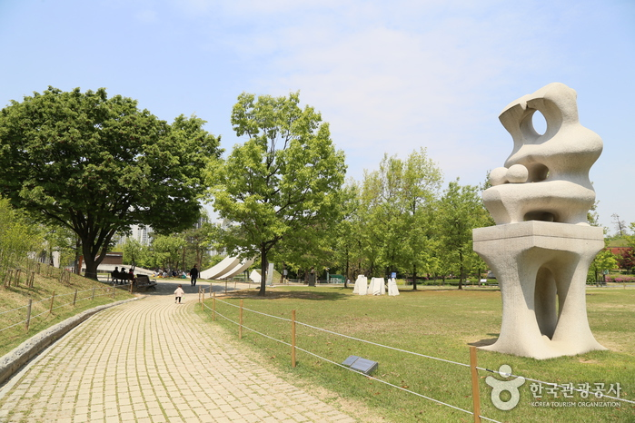 올림픽공원. 소마미술관으로 향하는 길