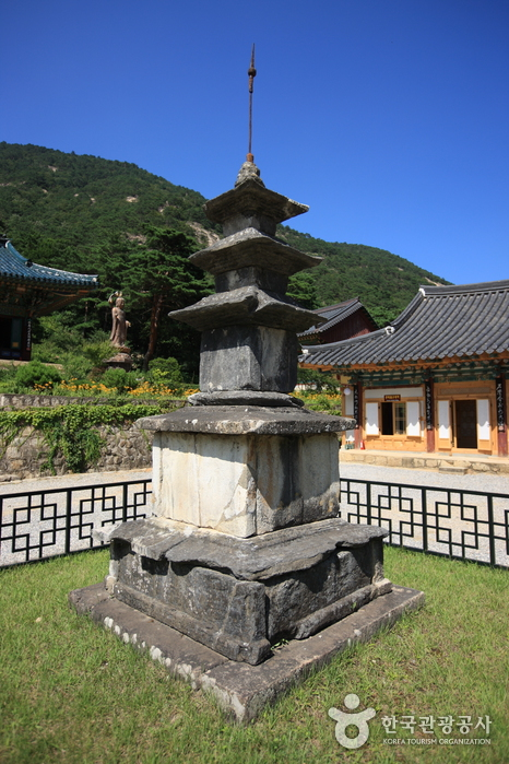 Samhwasa Temple ()