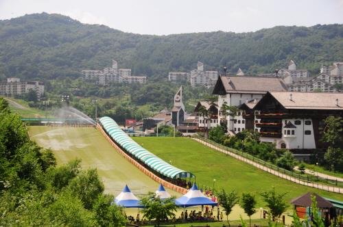 Снежные горки на курорте Мучжу Тогюсан (무주덕유산리조트 썰매장)