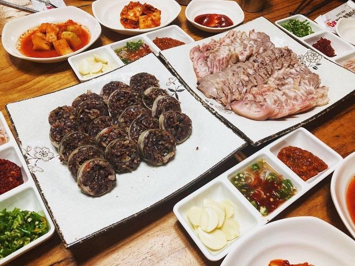 Saetojong Wangsundae(새토종왕순대)
