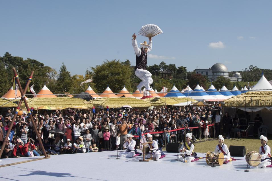 Anseong Namsadang Baudeogi Festival (안성맞춤 남사당 바우덕이축제)