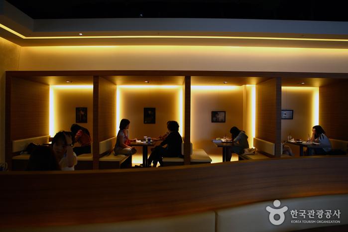 Café TEA'US Myeongdong 1st Branch