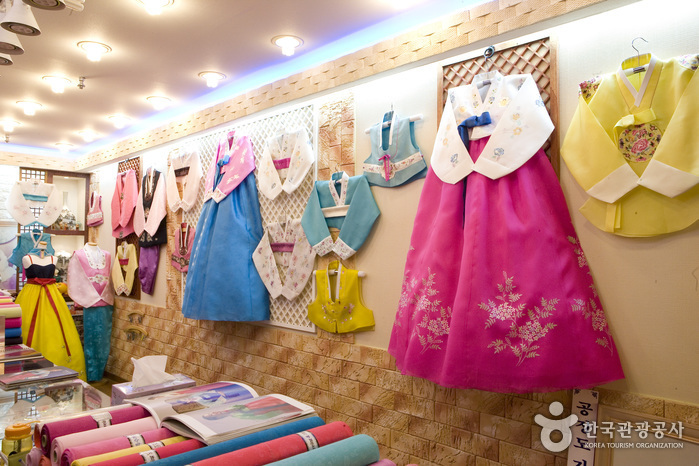 Gwangjang Market (Hanbok Shops) ( )