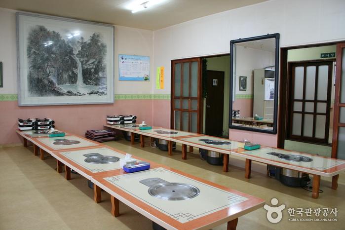 孤石亭会館食堂(고석정회관)