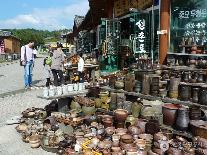Gyeongju Folk Craft Village (경주민속공예촌)