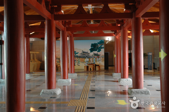 Музей Буддийского храма Чоннимса (정림사지박물관)