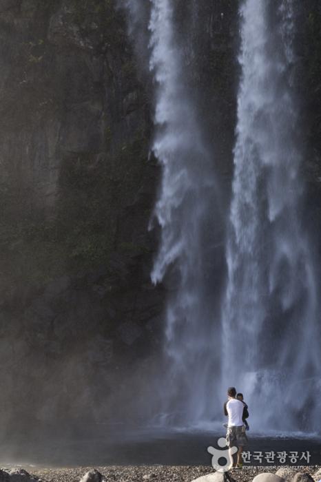 Jeongbang Falls (정방폭포)