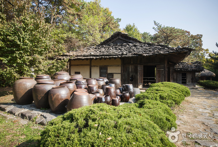Onyang Folk Museum (온양민속박물관)