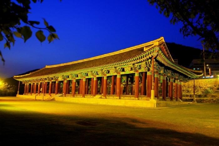 Jinnamgwan Hall (여수 진남관)