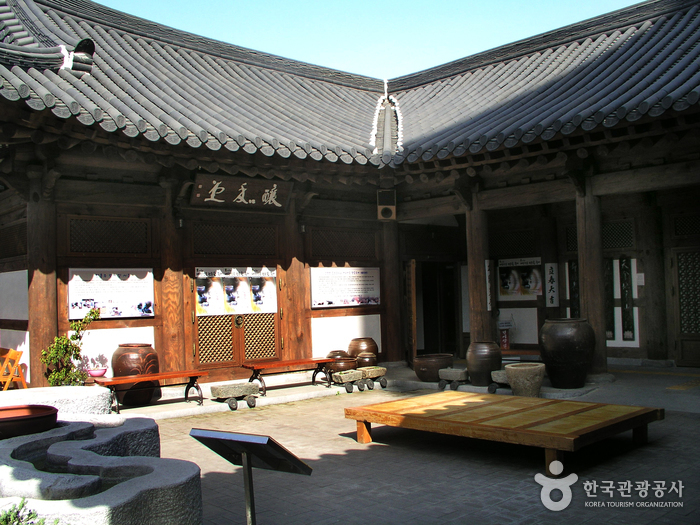Jeonju Korean Traditional Wine Museum (전주 전통술박물관)