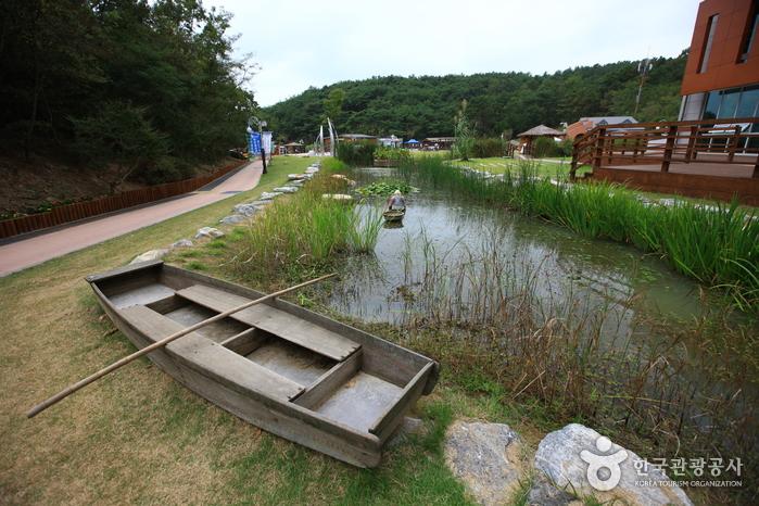 Upo Wetland Cyber Ecological Park (우포늪생태관)