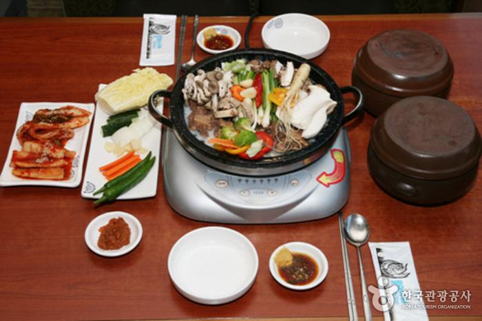 Jonggajip Seolleongtang (종가집설렁탕)