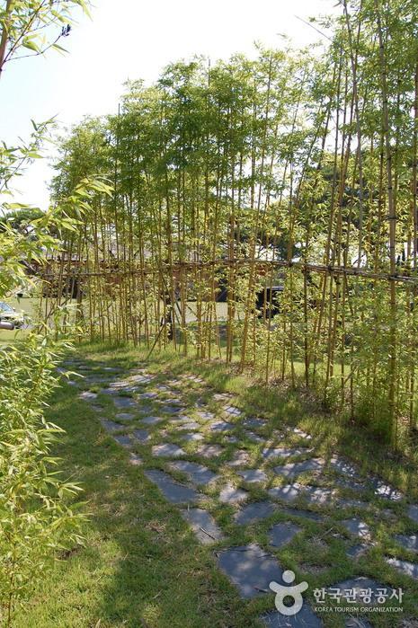 Деревня гончарных изделий на горе Вегосан (외고산옹기마을)15