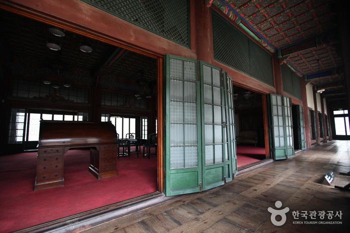 Huijeongdang Hall (희정당)