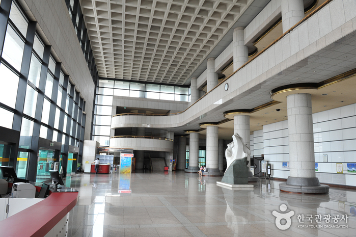 Gwangju Culture & Art Center (광주문화예술회관)