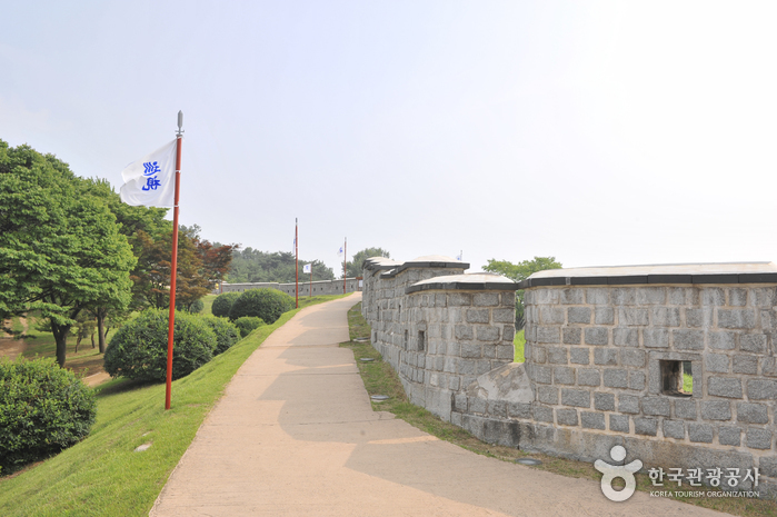 Hwaseong Fortress [UNESCO World Heritage] (  [ ])