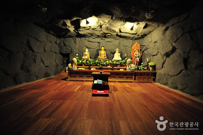 Храм Якчхонса на Чечжудо (약천사(제주))15